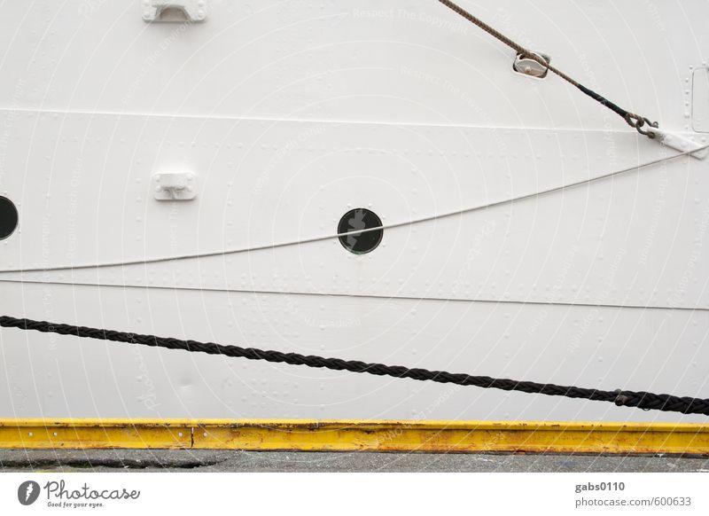 Bull's Eye Ferien & Urlaub & Reisen weiß Wasser Meer schwarz kalt Fenster gelb grau Wasserfahrzeug Häusliches Leben Tourismus Seil Abenteuer Güterverkehr & Logistik geheimnisvoll
