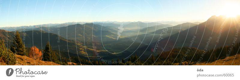 Abendpanorama Panorama (Aussicht) Baum Wald Alm Gipfel Sonnenuntergang Österreich Berge u. Gebirge Hütte Beleuchtung Tal Ferne groß Panorama (Bildformat)