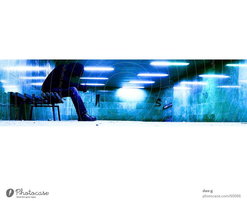 FuGäTu, Bank2 Dresden Tunnel Neonlicht türkis Lampe Einsamkeit kaltes licht blau warten
