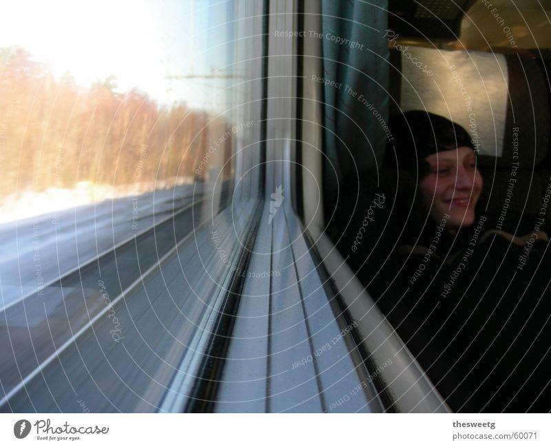 Knudi in Schweden Ferien & Urlaub & Reisen Fenster lachen Eisenbahn Aussicht Fensterscheibe unterwegs Passagier Bahnfahren Abteilfenster