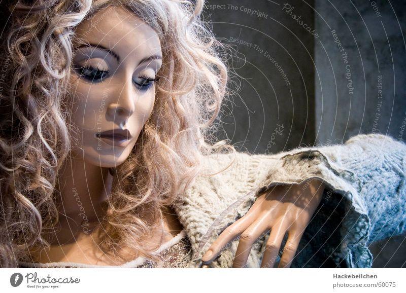 schau (fenster) puppe... Frau Stil Traurigkeit Denken Stimmung elegant Trauer Körperhaltung Dame Puppe Schaufensterpuppe Schaufenster