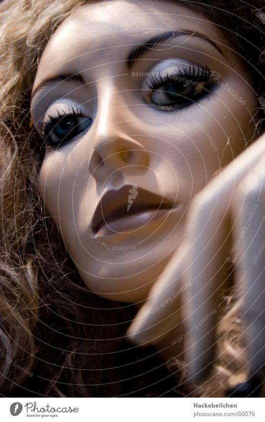 schau fenster puppe Frau Fenster Stil Traurigkeit Denken Stimmung elegant Trauer Körperhaltung Dame Puppe Schaufensterpuppe