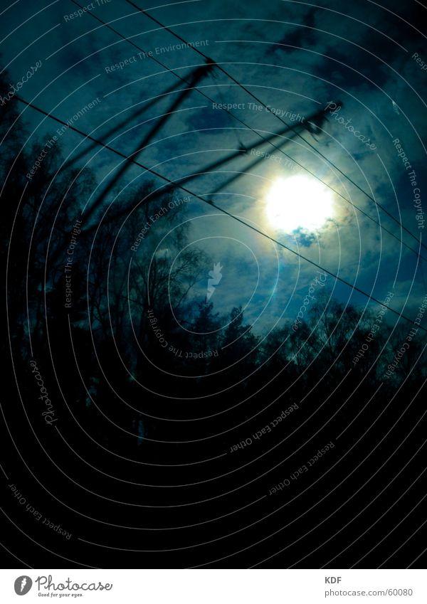 Erdfinsternis (2) schön Baum Sonne Graffiti Mond unheimlich Hochspannungsleitung Ungeheuer