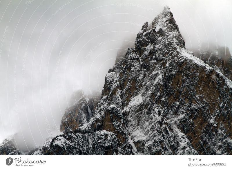 In eisigen Höhen Ferien & Urlaub & Reisen Winter Schnee Winterurlaub Berge u. Gebirge wandern Natur Landschaft Wolken Wetter schlechtes Wetter Unwetter Wind