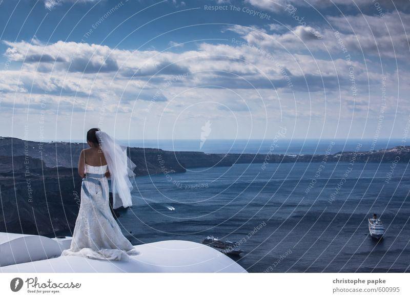 Die Braut, die sich traut Mensch Frau Ferien & Urlaub & Reisen schön Sommer Meer Wolken Ferne Erwachsene Liebe feminin Freiheit Stil Glück außergewöhnlich elegant