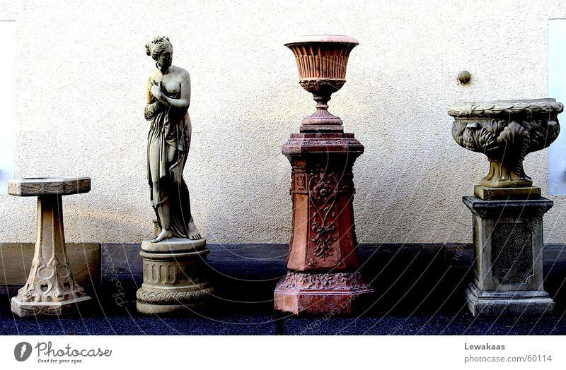 Nostalgie Frau alt schön Stein Statue Säule Sammlung antik Rom Frankfurt am Main Kostbarkeit teuer Antiquität Römerberg extra Exklusivität