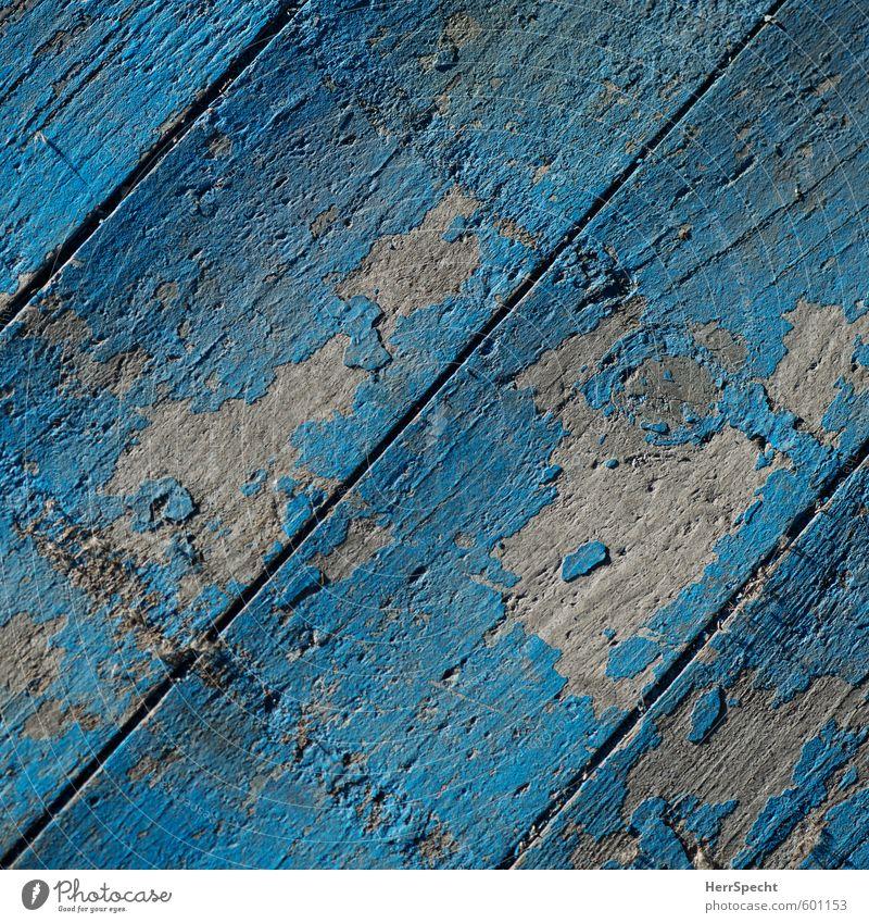 Bretter, die nicht die Welt bedeuten Terrasse Holz alt trashig trist blau türkis Holzbrett Parkett Farbstoff abblättern Abnutzung Patina Maserung Bühne Farbfoto
