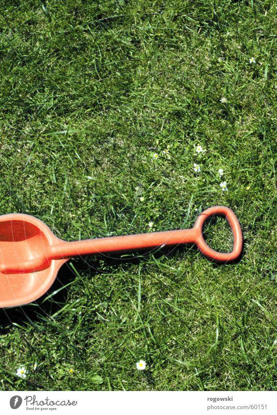 Gartenarbeit grün Wiese Rasen Spielzeug Schrebergarten Kinderschippe