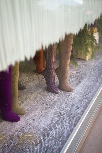 Beinkleider kaufen Stil Design Schaufenster Mode Strumpfhose Schaufensterpuppe stehen Erfolg einzigartig positiv feminin schön Beine Farbfoto Außenaufnahme