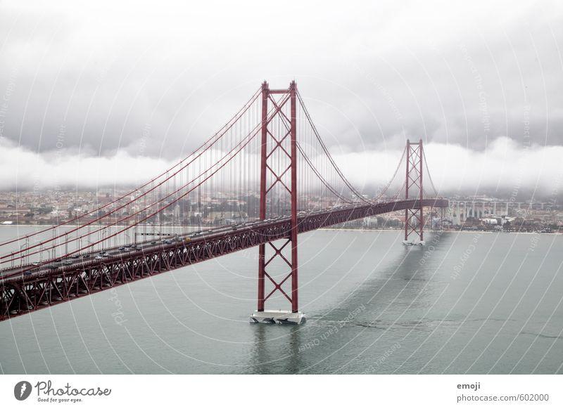 red Himmel Stadt rot Wolken grau Nebel Brücke Fluss Unwetter Flussufer Sehenswürdigkeit Hauptstadt schlechtes Wetter Hafenstadt Stadtrand Lissabon