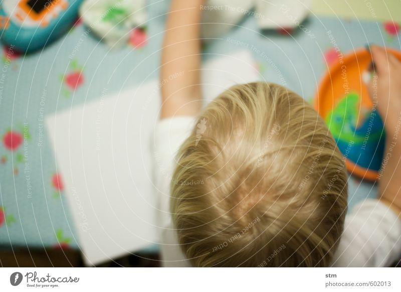 bastelstunde Mensch Kind Junge Spielen Haare & Frisuren Kopf Familie & Verwandtschaft Freizeit & Hobby Aktion blond Kindheit malen Kleinkind Euphorie