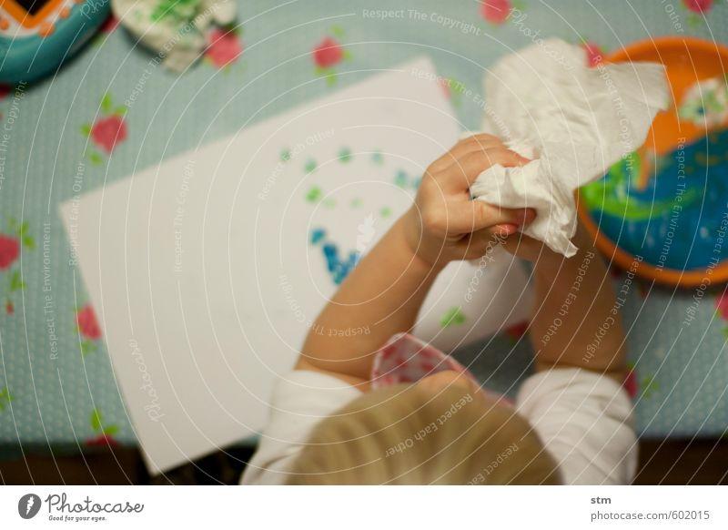 Kind malt mit Fingerfarben Glück Freizeit & Hobby Spielen Basteln Handarbeit heimwerken Kinderspiel Mensch Kleinkind Junge Familie & Verwandtschaft Kindheit