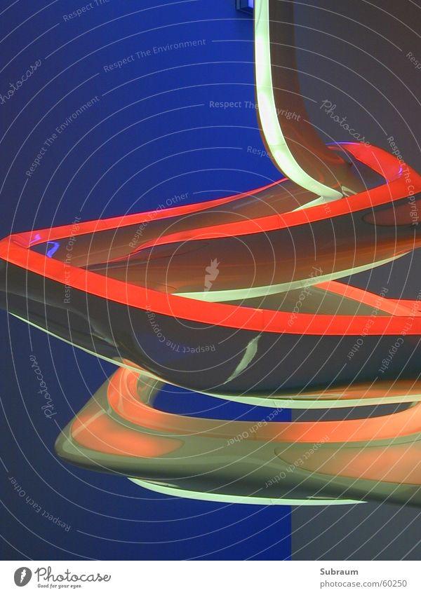 zahra Lampe Lichtobjekt Dekonstruktion Hängelampe Futurismus Architektur zahra hadid