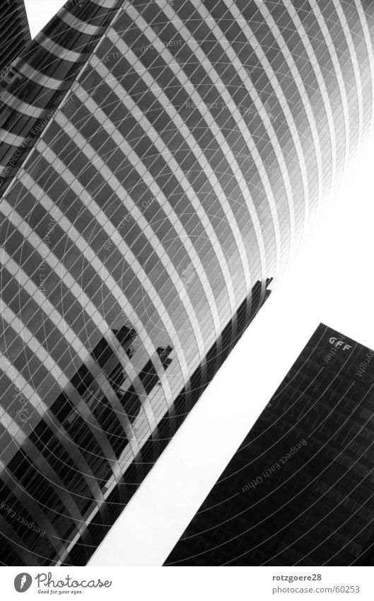 Architektur im Spiegel Paris Reflexion & Spiegelung Hochhaus Glasfassade Schwarzweißfoto verrückt
