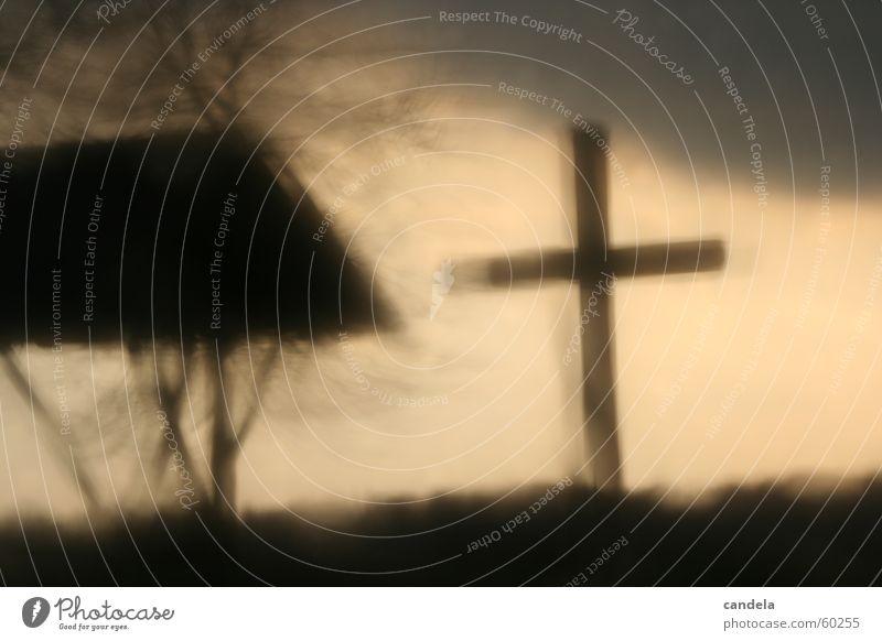 Cross II Himmel dunkel grau Traurigkeit Regen Rücken Trauer Hügel Feiertag Hagel Gothic