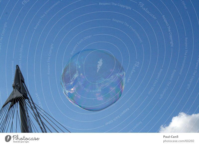 Seifenblase Kinderspiel Klarheit luftig Himmel durchscheinend durchsichtig Freude Freizeit & Hobby frei fliegen Freiheit blau Himmelszelt durchschaubar