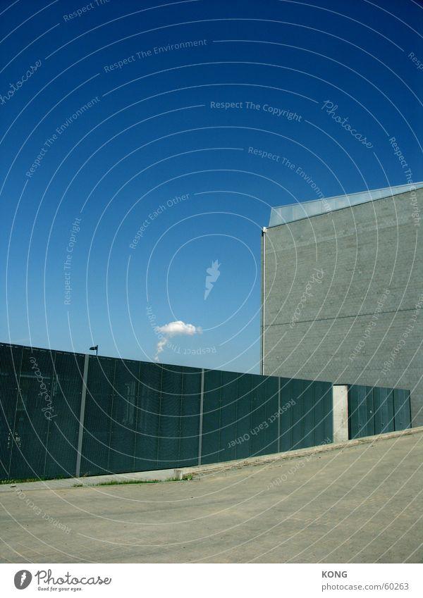 graublau Himmel Wolken Beton Cottbus