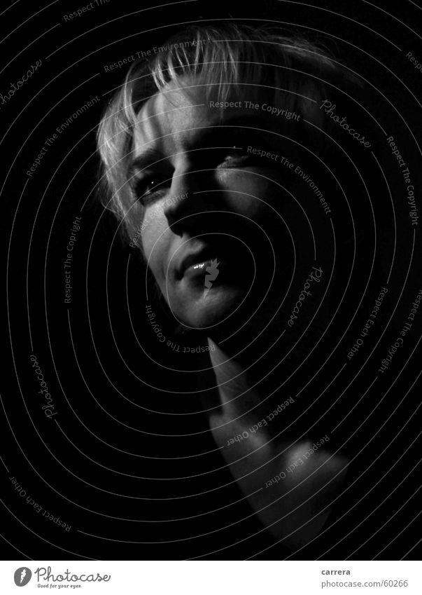 Schattenseiten Frau weiß Gesicht schwarz dunkel träumen Denken Hoffnung Aussicht Wunsch zielstrebig