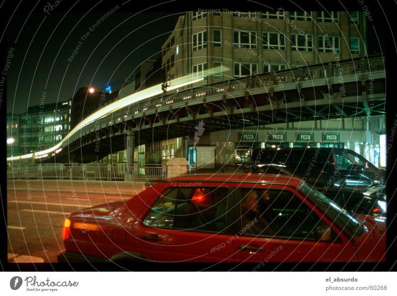 Im Land der Raketenwürmer Wurm Licht Nacht Langzeitbelichtung Belichtung Hamburg Eisenbahn PKW Straße