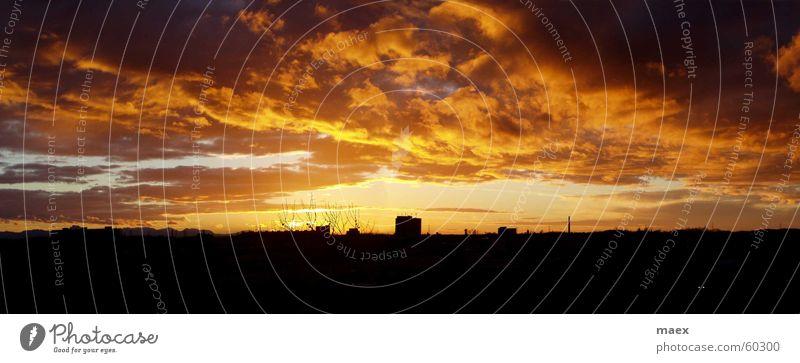 Sonnenuntergang Himmel Natur Wolken Haus dunkel Landschaft Erde Stimmung Wetter ästhetisch Romantik heiß fantastisch Abenddämmerung Lichtspiel