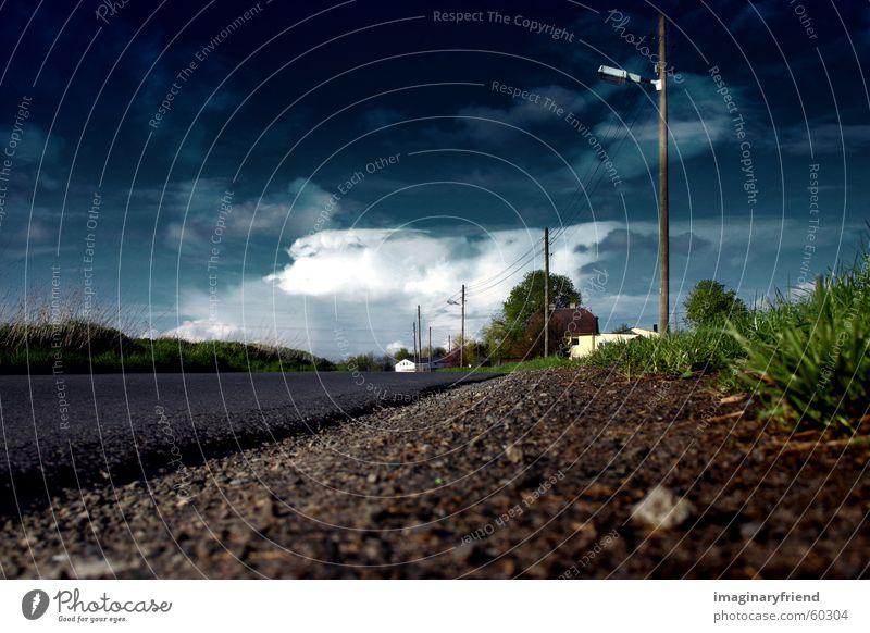 wie in kansas Länder Strommast Wolken Gras Wiese Wassergraben Sturm Verkehr Himmel Gewitter country Landschaft Straße road Wetter Regen Straßengraben