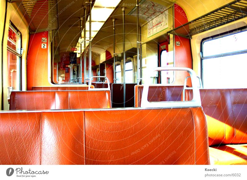 S-Bahn Session II Eisenbahn braun Verkehr Stuhllehne Sonne Sitzgelegenheit wagon