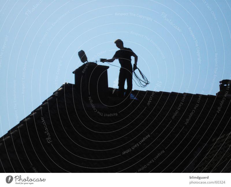 Man In Black II Dach Schornstein schwarz Schornsteinfeger Arbeit & Erwerbstätigkeit Reinigen Umweltschutz Glücksbringer Dachfirst Luftverschmutzung Sauberkeit