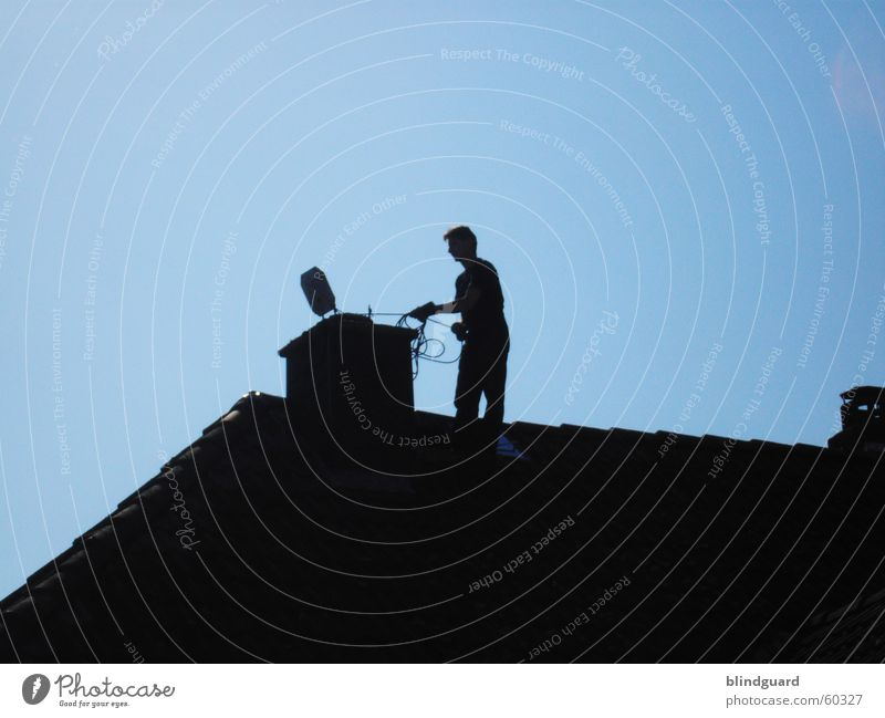 Man In Black III schwarz Umwelt Arbeit & Erwerbstätigkeit Klima Schönes Wetter Dach Sauberkeit Reinigen Dienstleistungsgewerbe Umweltschutz Handwerk Schornstein