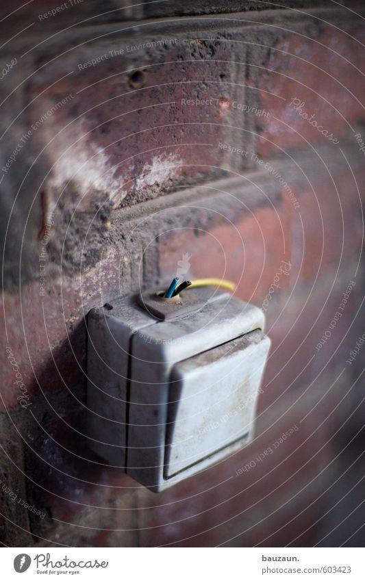 wlan. Häusliches Leben Renovieren Keller Handwerker Baustelle Fabrik Energiewirtschaft Industrieanlage Ruine Bauwerk Gebäude Mauer Wand Fassade Lichtschalter