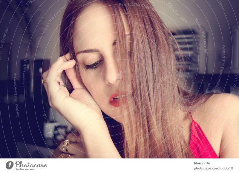 You can't steer. Mensch Frau Jugendliche schön rot Junge Frau 18-30 Jahre Erwachsene Erotik Gefühle feminin Haare & Frisuren Mode Ring Schmuck brünett
