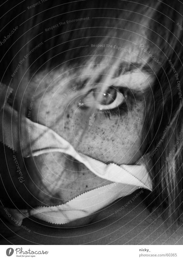 unleash me Frau Gesicht Auge Haare & Frisuren Traurigkeit Nase Trauer böse Sommersprossen Augenbraue Enttäuschung Klebeband festgeklebt