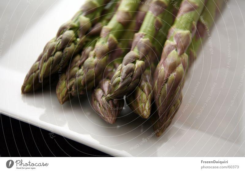 Spargel auf Teller 1 grün weiß schwarz Frühling Gesundheit Lebensmittel Ernährung Spitze Kochen & Garen & Backen Küche Gemüse Vorbereitung Spargelspitze