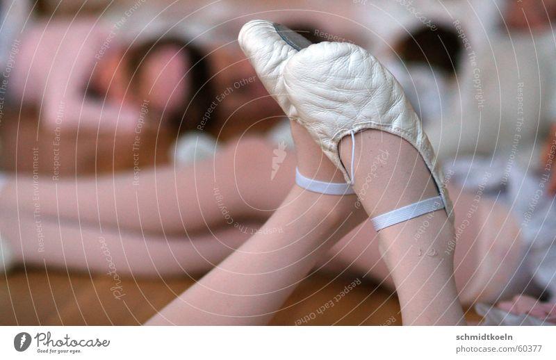 tanzschuhe Erholung Beine Schuhe Tanzen Pause Strümpfe Strumpfhose Sport-Training Balletttänzer Frauenbein Ballettschuhe Tanzschule Tanzschuhe