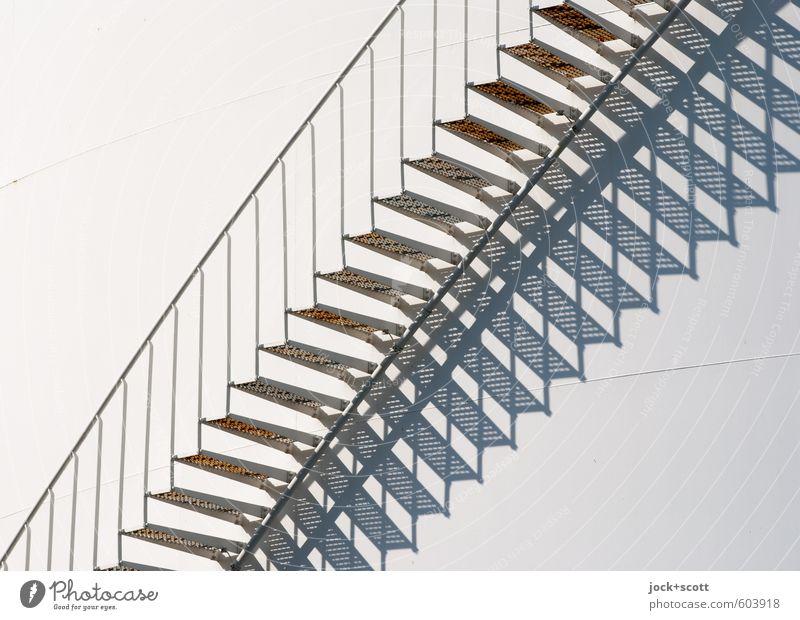 Treppe ab und zu Silo Metall modern weiß Qualität Symmetrie Irritation Geländer diagonal Illusion Sinnestäuschung Schattenspiel Detailaufnahme abstrakt