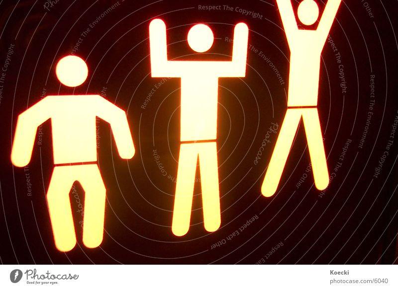 Happy Three Friends Freude springen Glück Beine Stimmung Lampe Freundschaft Zufriedenheit Arme Schilder & Markierungen Fröhlichkeit Hinweisschild Kitsch