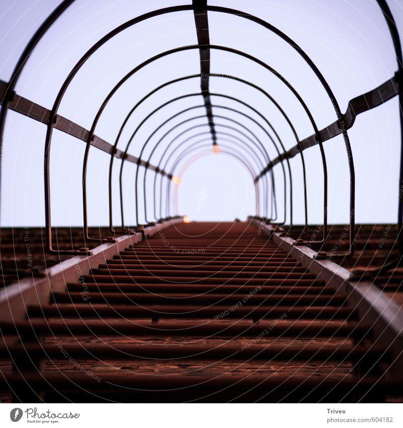 Stairway to heaven Dorf Treppe Tod Zeche Zeche 'Zollverein' aufsteigen aufwärts Treppengeländer Leiter Leitersprosse Rost rot Himmel (Jenseits) Farbfoto Tag