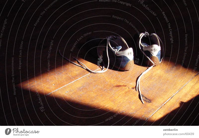Schuhe Sonne Holz Flur Turnschuh Schuhbänder