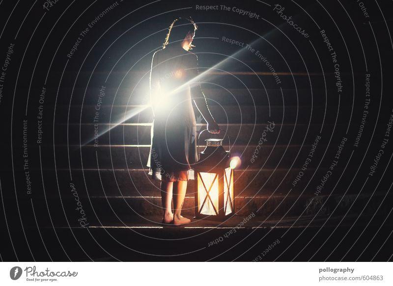 lantern (3) Mensch Frau Jugendliche Einsamkeit Junge Frau 18-30 Jahre kalt Erwachsene Leben Traurigkeit Gefühle feminin Treppe Körper Hoffnung Kleid