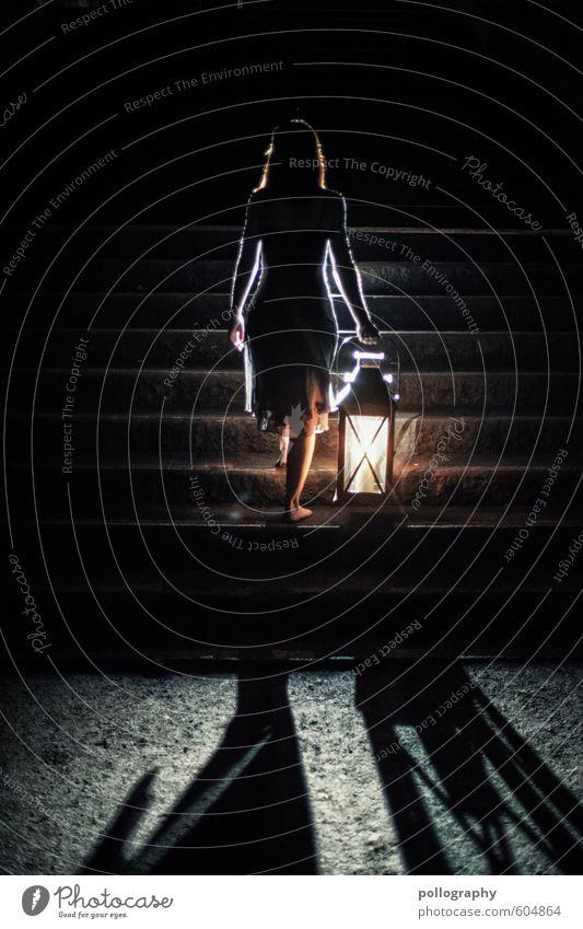 lantern (6) Mensch feminin Junge Frau Jugendliche Erwachsene Leben Körper 1 18-30 Jahre Herbst Winter Kleid langhaarig Gefühle Neugier Interesse Hoffnung Glaube