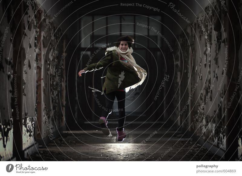 jumpstyle Lifestyle Freude Glück Mensch feminin Junge Frau Jugendliche Erwachsene Leben Körper 1 18-30 Jahre Bauwerk Gebäude Mauer Wand Fassade Fenster Tür Hose