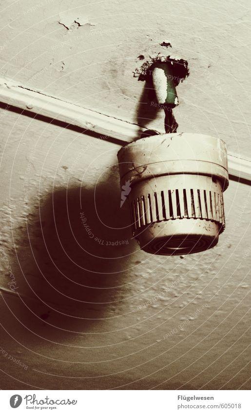 Berufswunsch: Elektriker Innenarchitektur Wohnung Häusliches Leben gefährlich Elektrizität Brand Kabel Umzug (Wohnungswechsel) brennen Abgas kämpfen Decke