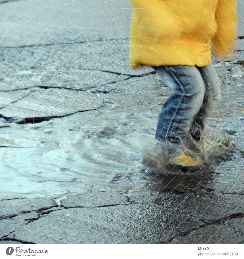 Pflatsch Mensch Kind Wasser Freude Winter Gefühle Herbst Wege & Pfade Junge Spielen Schwimmen & Baden Stimmung Wetter Regen Freizeit & Hobby dreckig