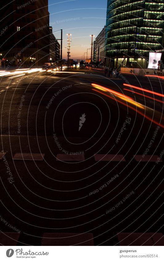 Nachtlichter die 298te Stadt Straße Leben dunkel Berlin Bewegung PKW Deutschland Zeit Verkehr Geschwindigkeit Zukunft fahren Mischung