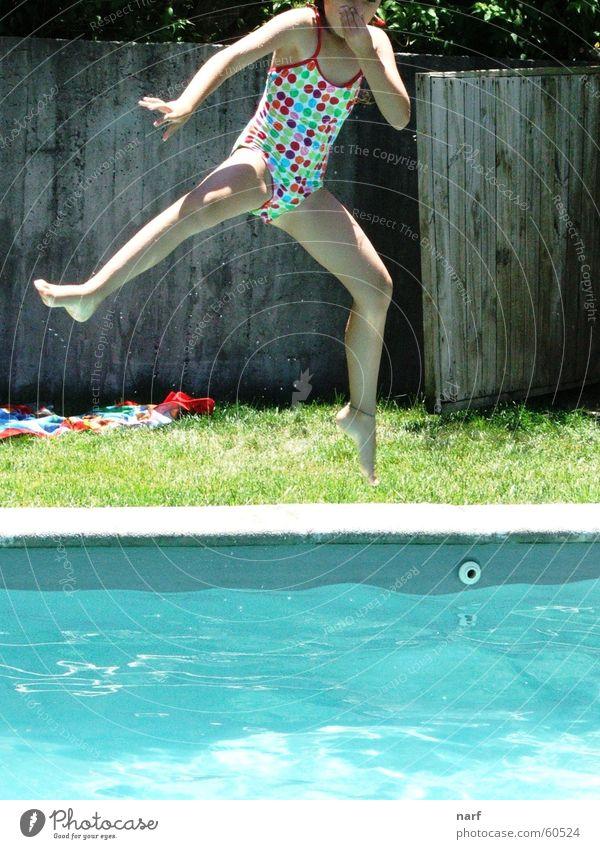 Splash! Mädchen Sommer springen Schwimmbad