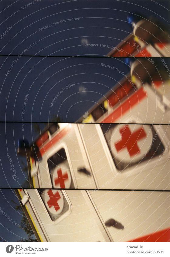 Krankerwagen Himmel weiß blau rot Lampe Fenster PKW orange Hilfsbereitschaft Rettung Wagen Erste Hilfe