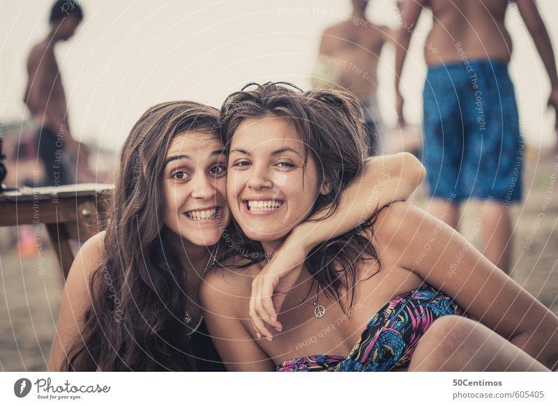Freunde fürs Leben - Freundinnen am Strand Mensch Kind Jugendliche Ferien & Urlaub & Reisen schön Sommer Junge Frau 18-30 Jahre Ferne Gesicht Erwachsene Liebe