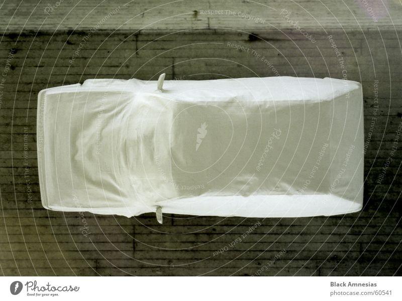 neuerdings werden automobile ...ihr wisst schon (teil 2) weiß PKW Seil KFZ Decke Hannover verpackt hängend Schnellstraße Kobra