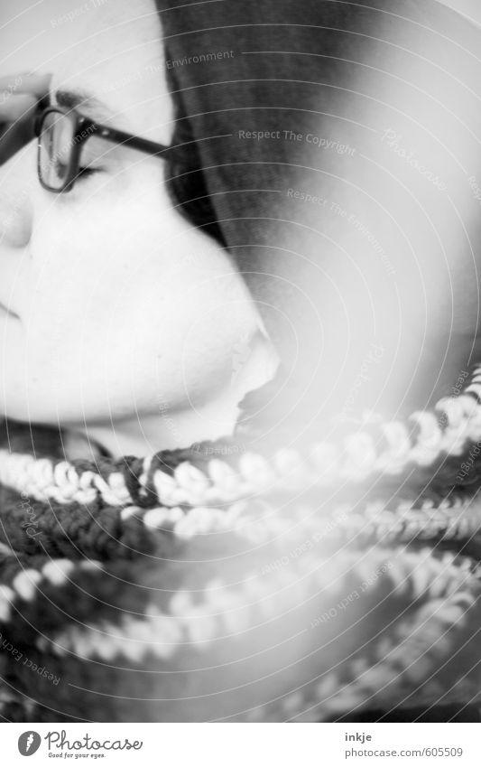 let´s all make mistakes Lifestyle Stil Freizeit & Hobby Frau Erwachsene Leben Gesicht 1 Mensch 30-45 Jahre Brille Schal Mütze träumen außergewöhnlich