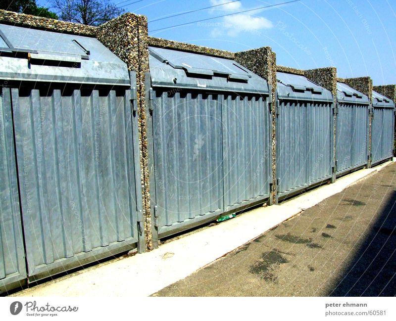 Ab in die Kisten Müll Fass Klappe Stahl aufgereiht Quadrat entsorgen Sauberkeit Streifen Müllabfuhr Recycling Gelber Sack Grüne Tonne Biomüll Wertstoff