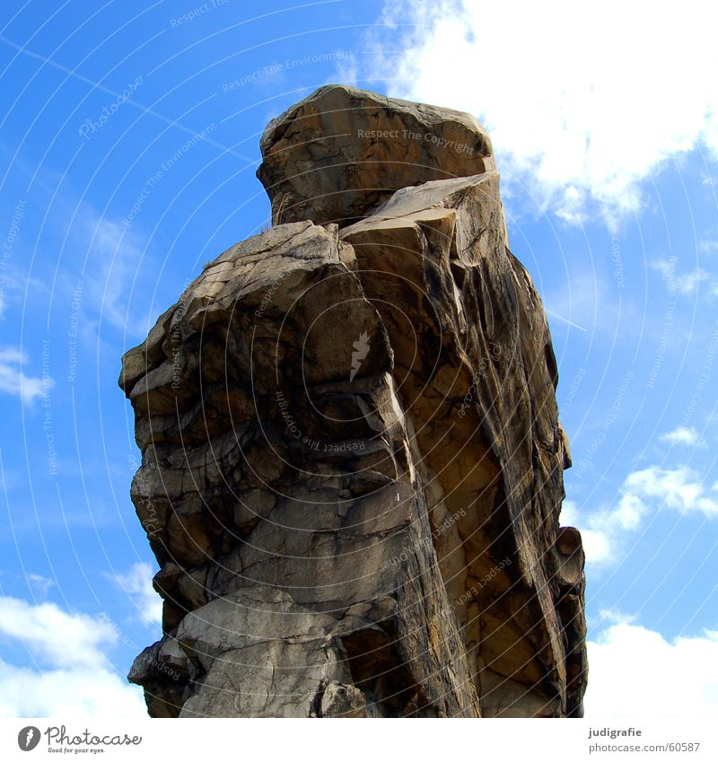 Teufelsmauer Wolken Sandstein Quarz Sediment Erosion Eiszeit Kreidezeit Felsen Stein Himmel blau Harz Natur Landschaft hoch